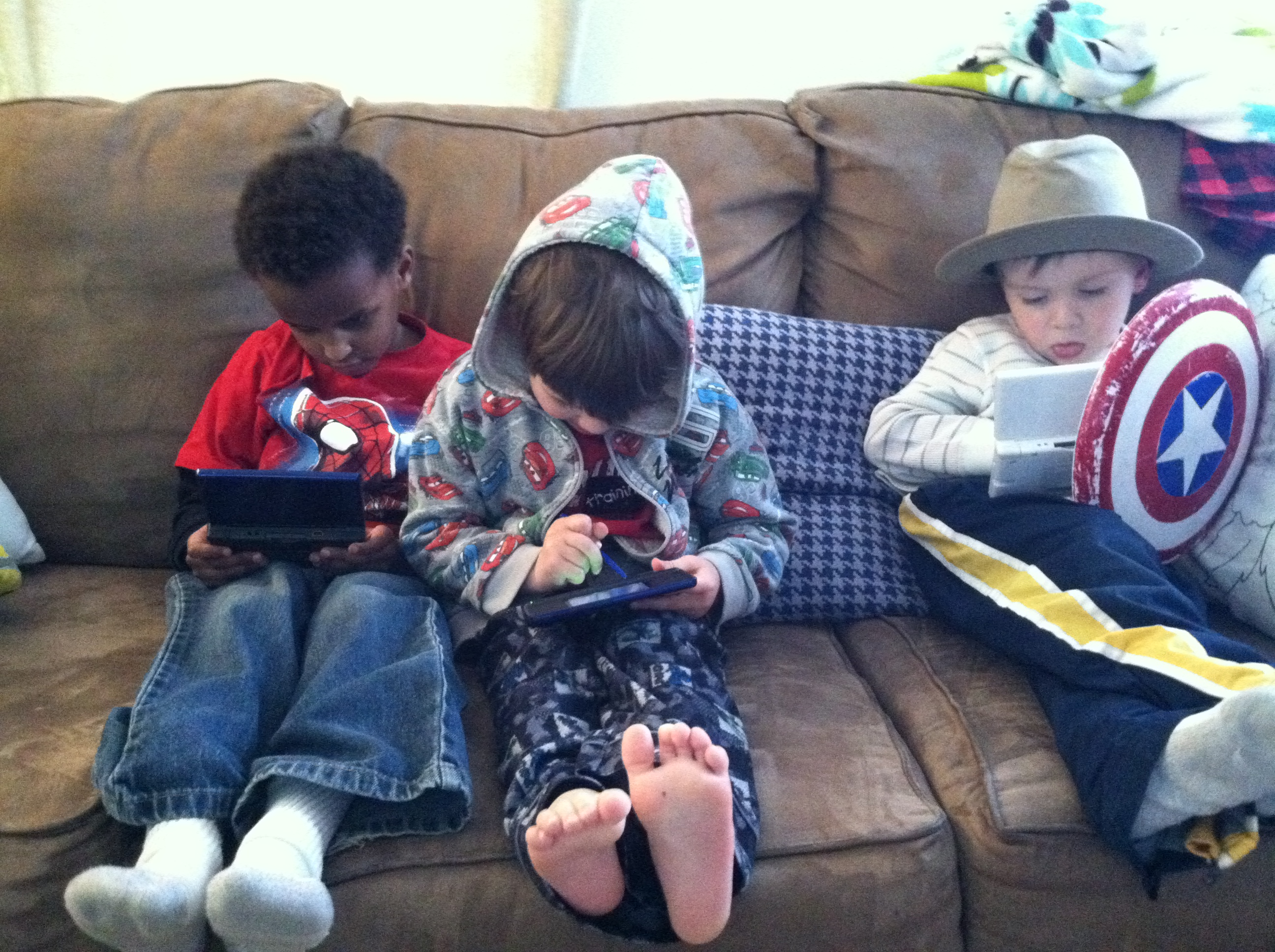 Kids playing DS